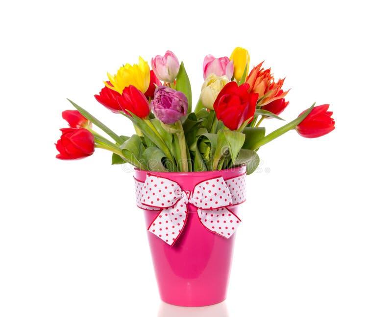 Vrolijk gemengd tulpenboeket stock afbeeldingen