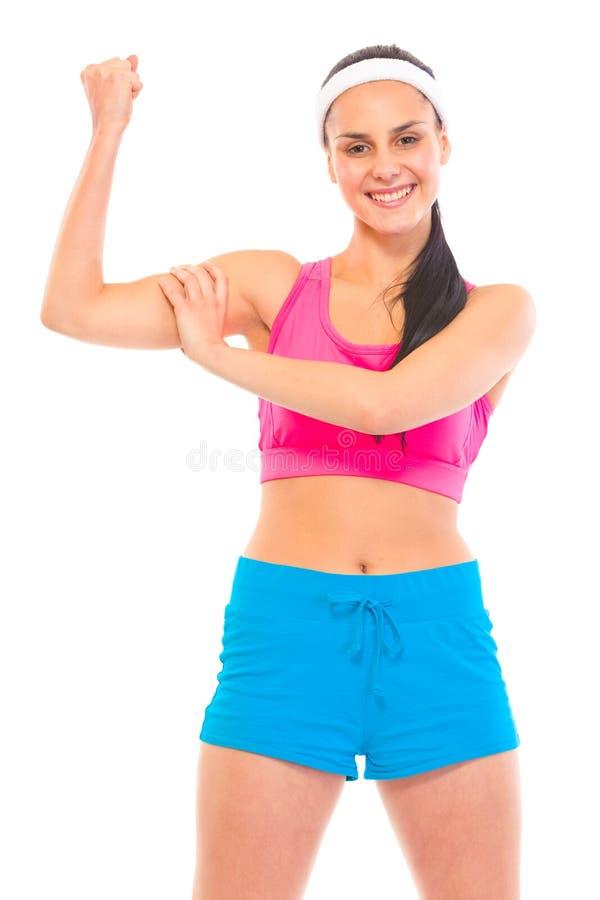 Vrolijk geschiktheids jong meisje dat haar spieren toont royalty-vrije stock afbeeldingen