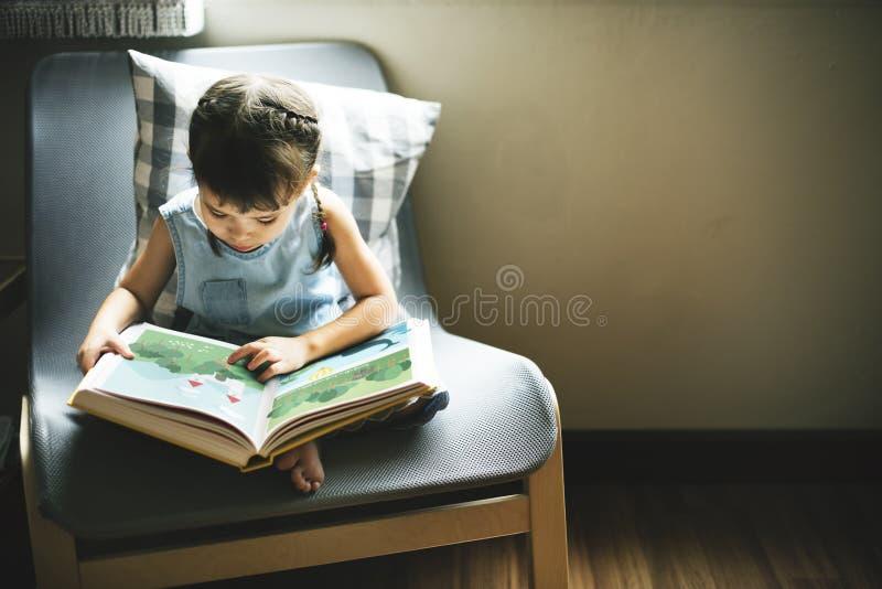 Vrolijk het Meisjes Gelukkig Concept van Adolescene van de nakomelingenpeuter royalty-vrije stock fotografie