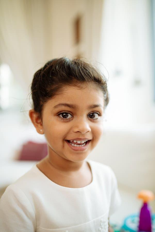 Vrolijk Indisch meisje royalty-vrije stock afbeelding