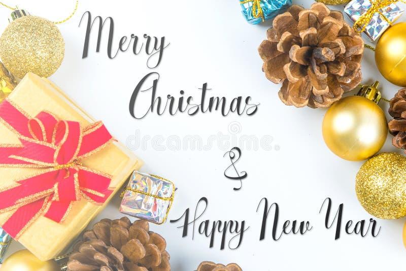 Vrolijk Kerstmis en Nieuwjaar typografisch op witte achtergrond w royalty-vrije stock afbeelding