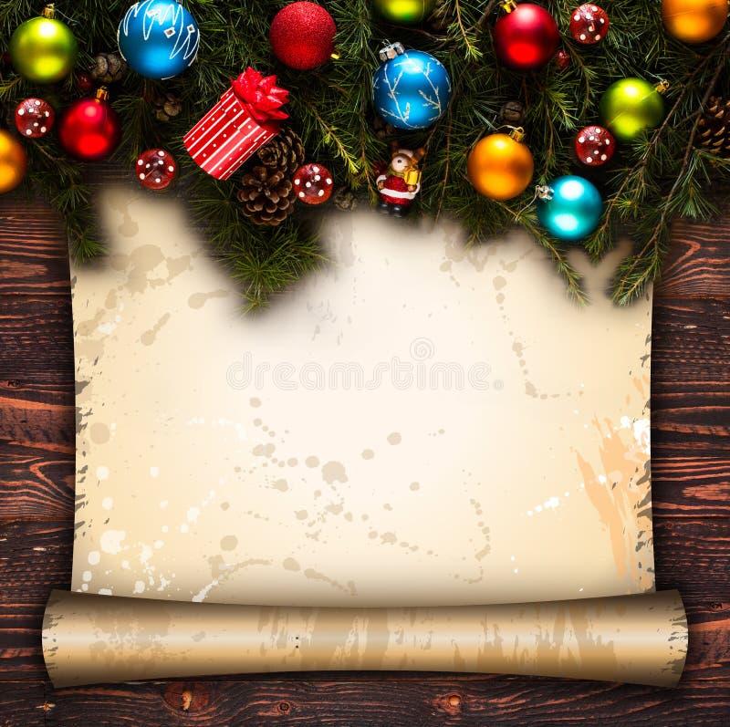 Vrolijk Kerstmiskader met echte houten groene pijnboom, kleurrijke snuisterijen, gift boxe en ander seizoengebonden materiaal ove royalty-vrije stock foto