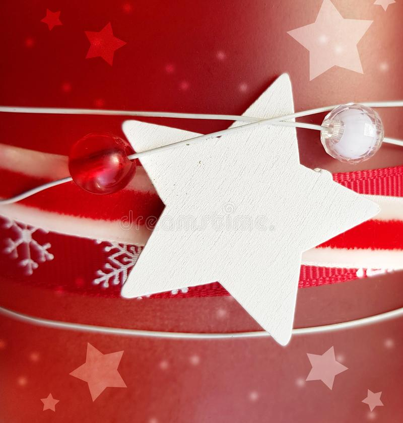 Vrolijk kerstrood met witte ster stock fotografie