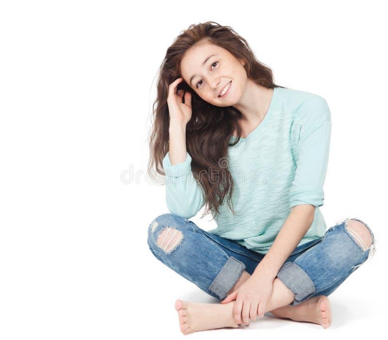 Vrolijk leuk tienermeisje 17-18 die jaar, op een witte backgro wordt geïsoleerd royalty-vrije stock foto