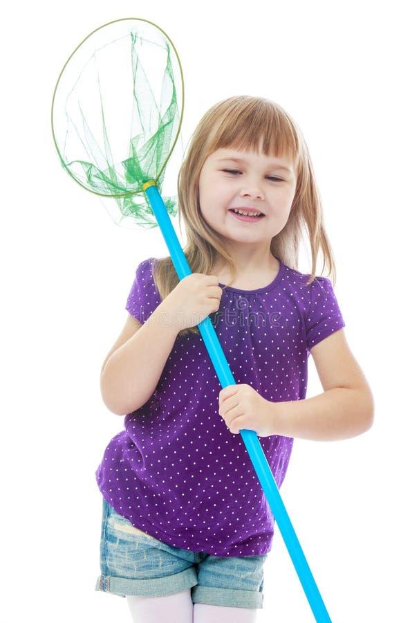 Vrolijk meisje die een vlinder houden voor netto stock foto