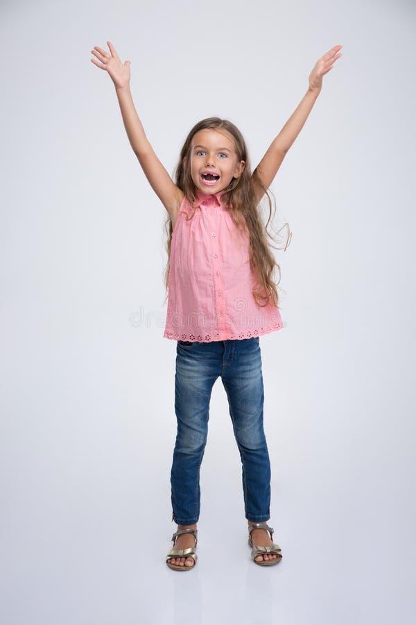 Vrolijk meisje met uitdrukkingsemoties stock afbeelding