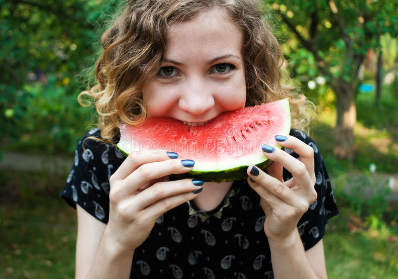 Vrolijk Meisje met Watermeloen stock afbeeldingen