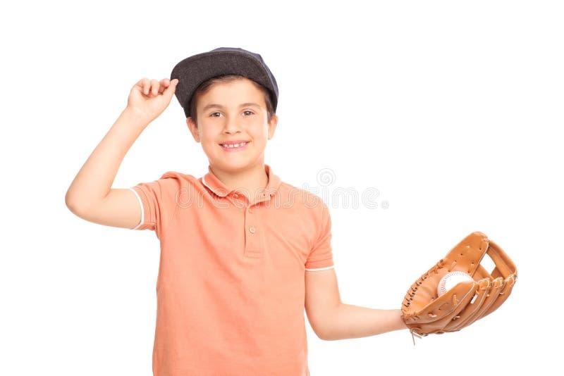 Vrolijk weinig jongen met blauw GLB die een honkbal houden stock foto's