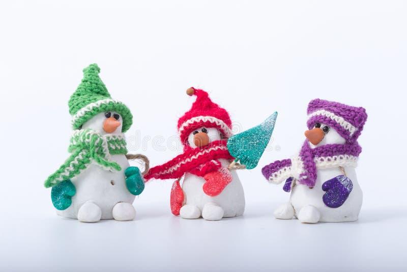Vrolijke die Kerstmissneeuwman op een witte achtergrond wordt geïsoleerd handmade royalty-vrije stock fotografie
