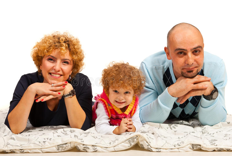 Vrolijke familie van drie op een rij stock foto