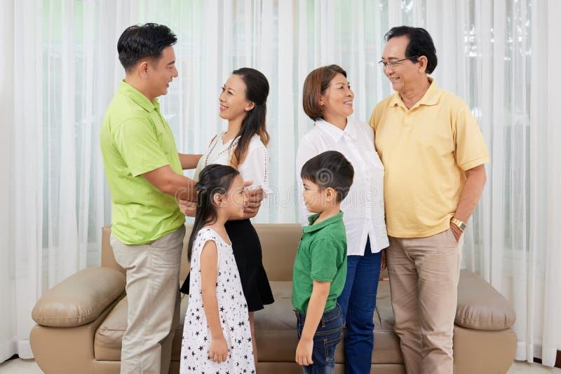 Vrolijke familieleden stock foto