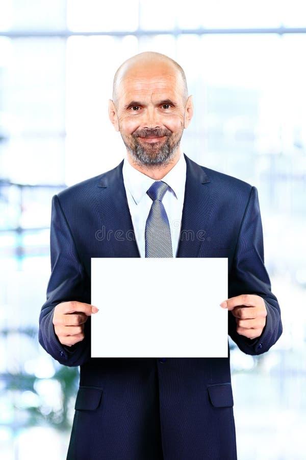 Download Vrolijke hogere zakenman stock foto. Afbeelding bestaande uit zakenman - 39111880