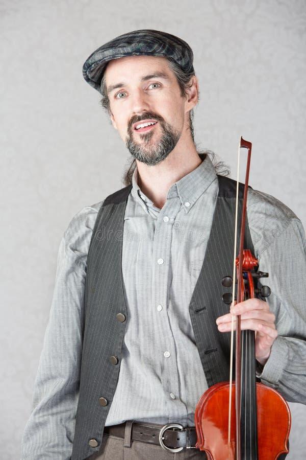 Vrolijke Ierse Fiddler met Instrument stock fotografie
