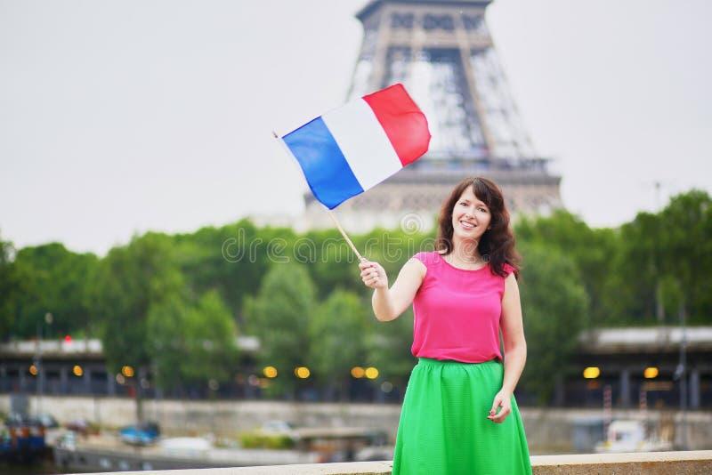 Vrolijke jonge vrouw met Franse nationale vlag royalty-vrije stock afbeelding
