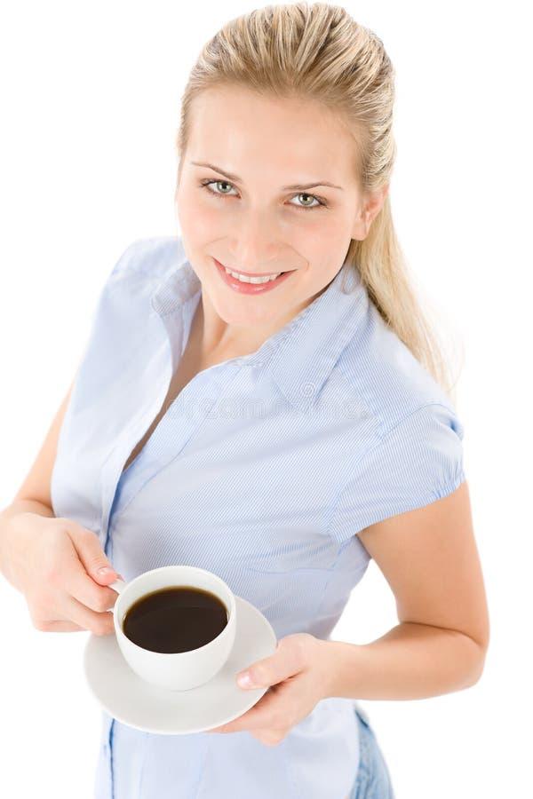 Vrolijke jonge vrouw met koffie royalty-vrije stock afbeelding