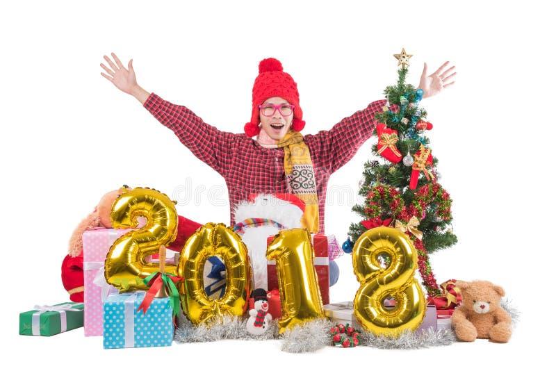 2018 Vrolijke Jongen met Kerstmis en gelukkig nieuw jaarconcept sitt stock fotografie
