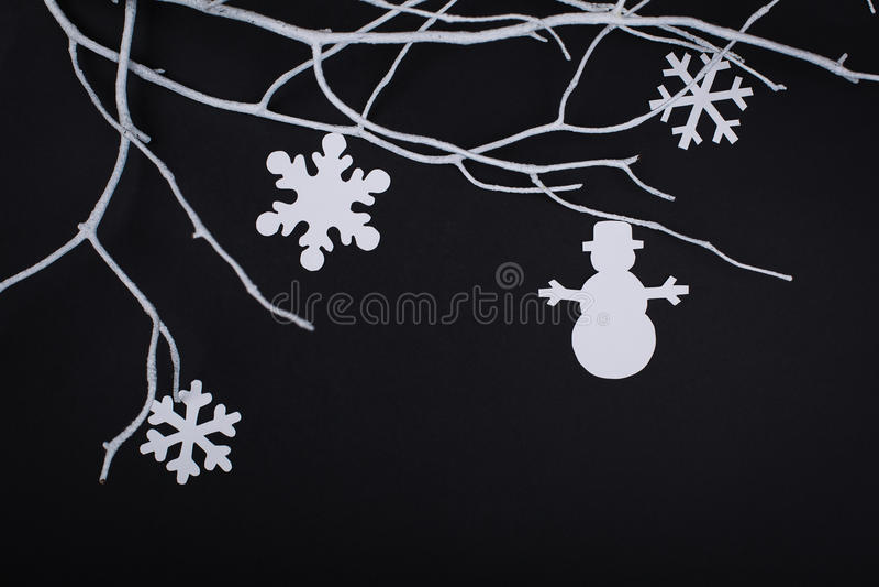 Vrolijke Kerstkaart met sneeuwvlokdecoratie in document knipsel stock afbeeldingen