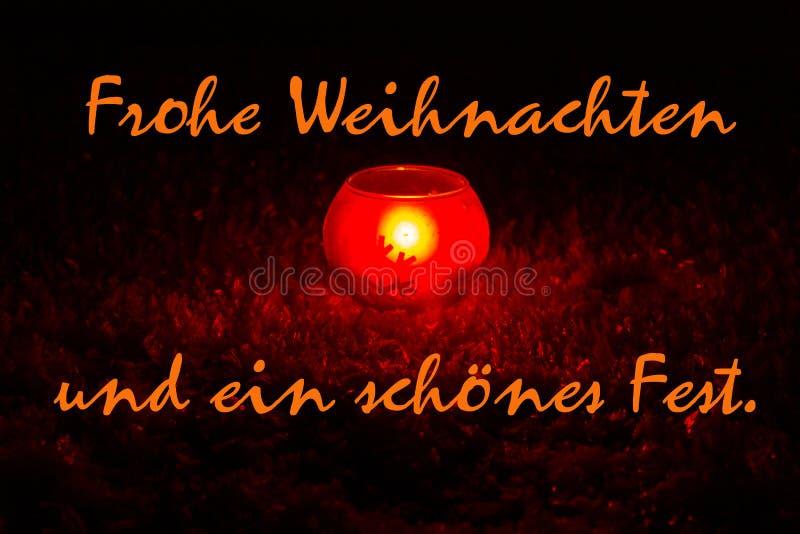 Vrolijke Kerstmis, die in het Duits kronkelen Kaarslicht in sneeuw royalty-vrije stock afbeeldingen