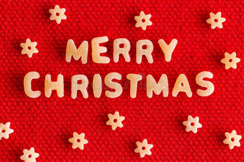 Vrolijke Kerstmisgroet met droge deegwaren stock afbeelding