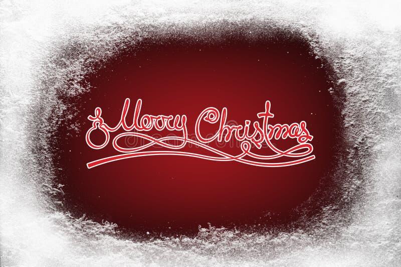 Vrolijke Kerstmistekst op rode achtergrond en rijpsneeuwvorst op Kerstmisvenster stock foto's