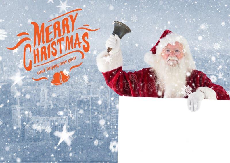 Vrolijke Kerstmiswensen met de Kerstman die een klok en een aanplakbiljet houden stock fotografie