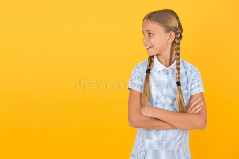 Vrolijke kinderdag Tidy girl met mooie haarstijl Positieve emoties Emotionele intelligentie beschrijft de mogelijkheid om uw stock foto's