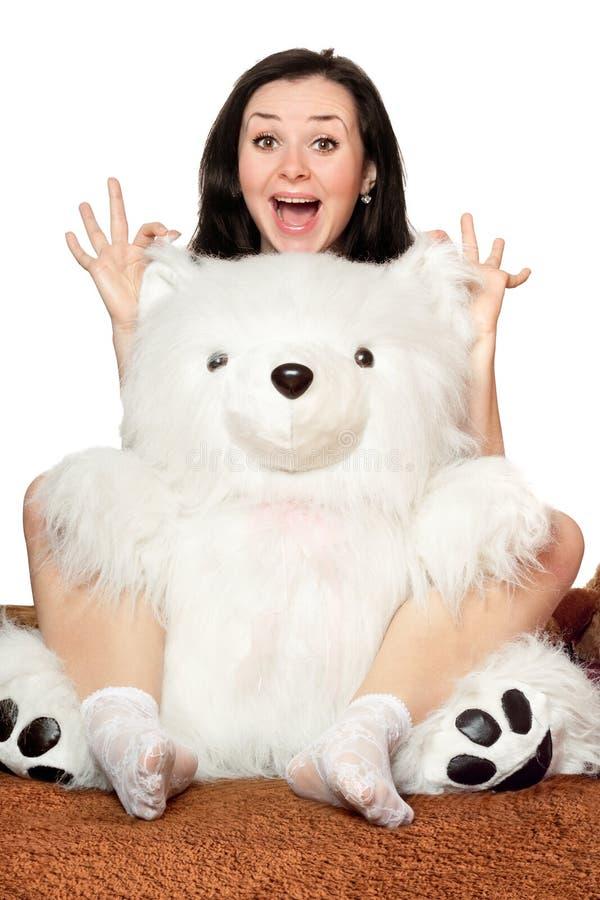 Vrolijke meisjesspelen met een teddybeer stock afbeeldingen