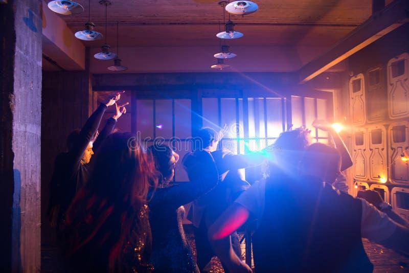 Vrolijke Menigte op Dance Floor stock foto's