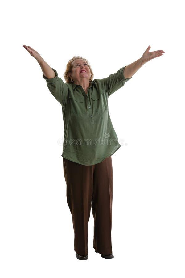 Vrolijke oma die zich met het instemmen van met gebaar bevinden royalty-vrije stock foto