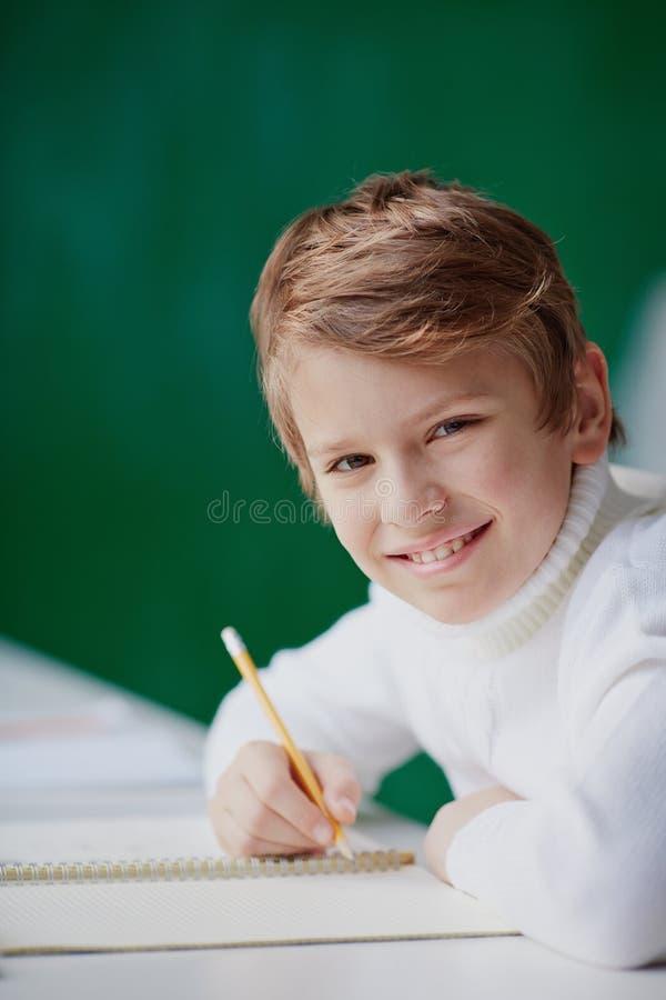 Vrolijke schooljongen royalty-vrije stock foto's