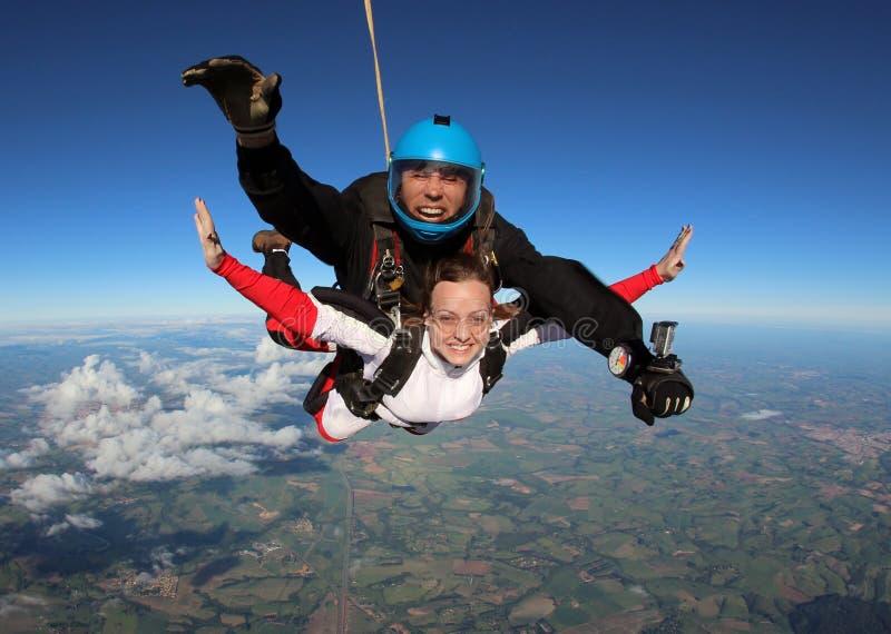 Vrolijke Skydivingssprong achter elkaar royalty-vrije stock foto