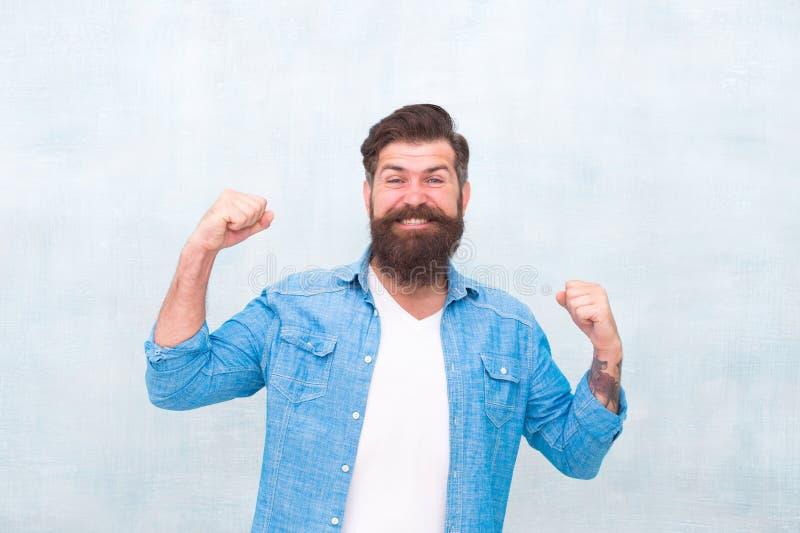 Vrolijke stemming Geluk en vreugde Hipster met baard en snor gelukkige uitdrukking Het concept van de viering Brutale knap royalty-vrije stock foto's