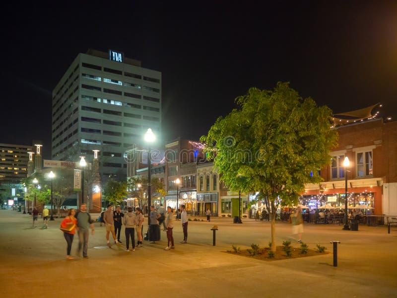 Vrolijke Straat, Knoxville, Tennessee, de Verenigde Staten van Amerika: [Het Nachtleven in het centrum van Knoxville] stock foto's