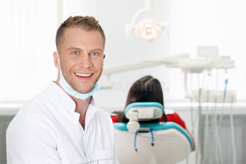 Vrolijke tandarts. stock foto's