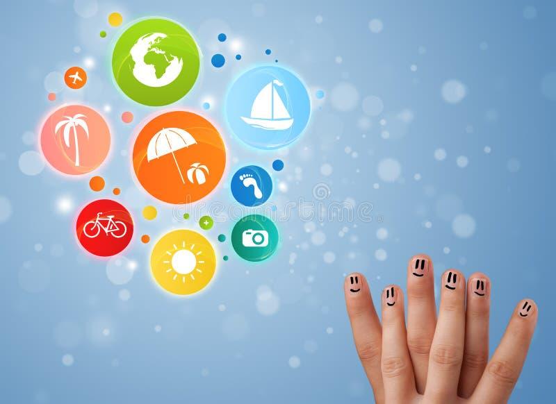 Vrolijke vinger smileys met kleurrijk de bellenpictogram van de vakantiereis stock foto's