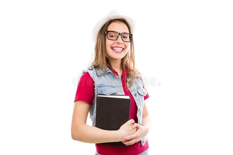 Vrolijke vrouw met boek in handen stock foto