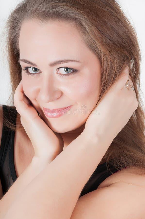 Vrolijke vrouw met verse duidelijke huid stock foto