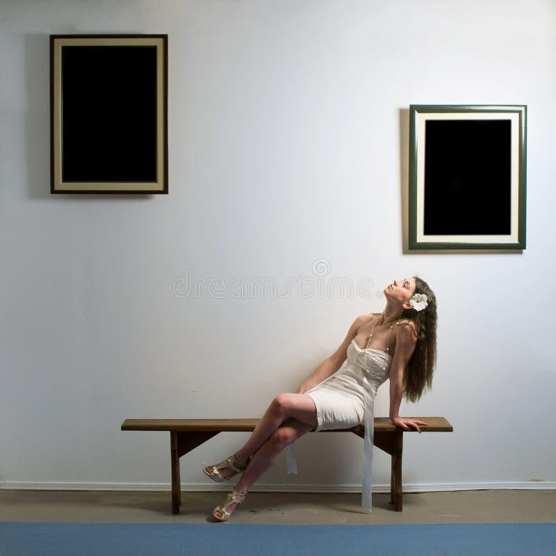 Vrouw in album stock afbeelding