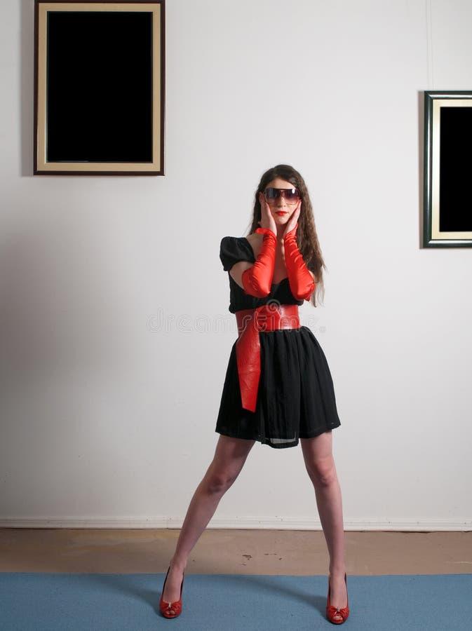 Vrouw in album stock fotografie
