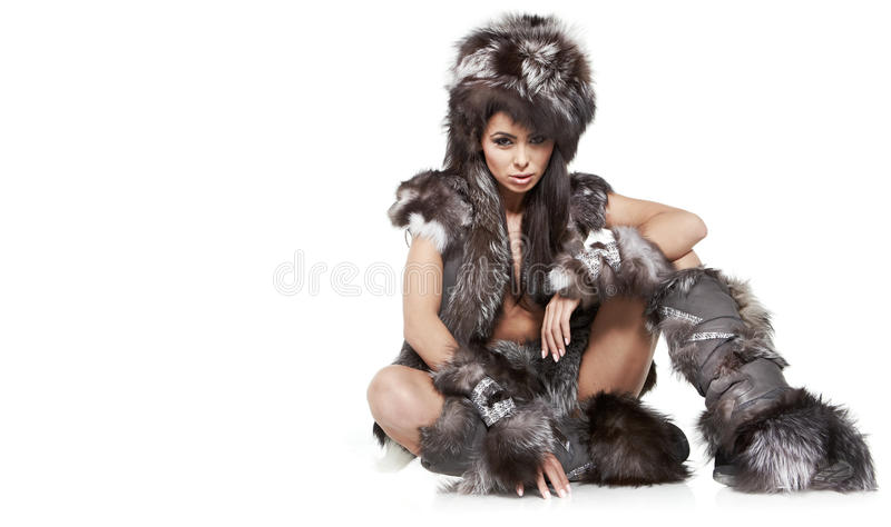 Vrouw in barbaars kostuum stock afbeeldingen