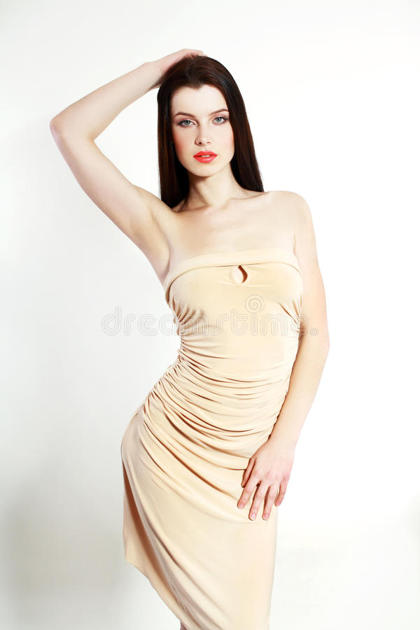 Vrouw in beige kleding royalty-vrije stock fotografie