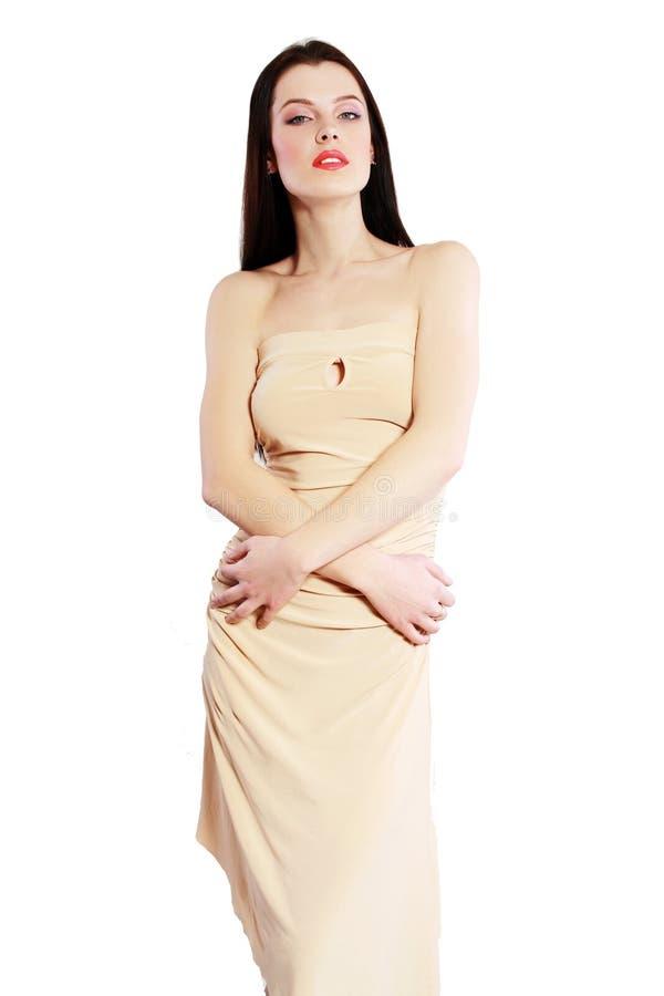 Vrouw in beige kleding stock afbeelding