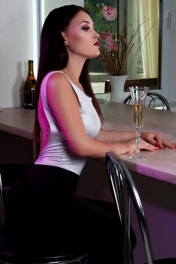 Vrouw bij bar royalty-vrije stock foto's