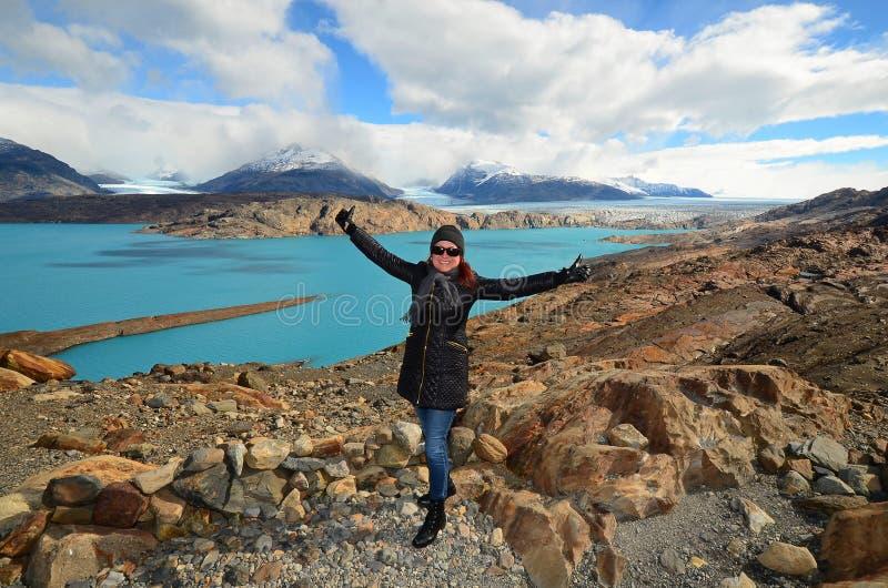Vrouw bij het Gezichtspunt over Upsala-Gletsjer, Patagoni?, Argentini? stock fotografie