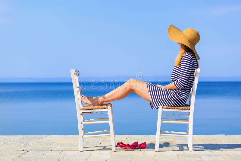 Vrouw bij het strand royalty-vrije stock foto