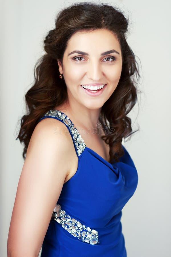 Vrouw in blauw stock fotografie