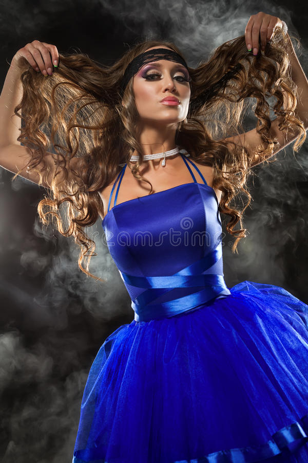 Vrouw in blauwe kleding stock foto
