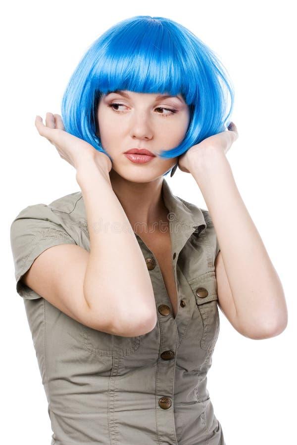 Vrouw in blauwe pruik stock afbeeldingen