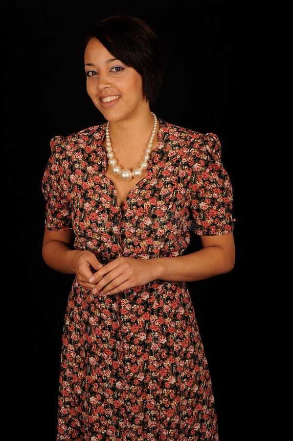 Vrouw in bloemenkleding stock foto's