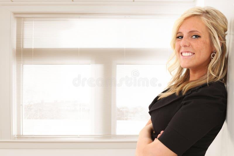 Vrouw in Bureau of School stock fotografie